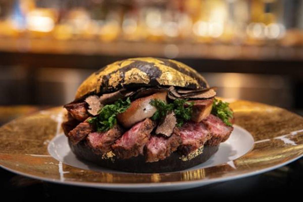 Најлуксузниот хамбургер пристигна: Доколку сакате да го пробате, потребни ви се само 1600 долари