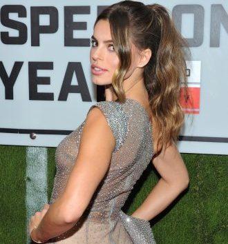 Атрактивната Американка беше главна тема на вечерта поради проѕирниот фустан што го носеше