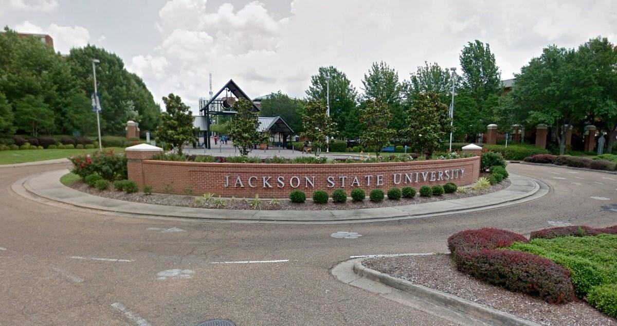 """ПУКАЊЕ ОД ЦРНА """"ХОНДА"""": Студенти заклучени седат во кампус на Универзитет"""