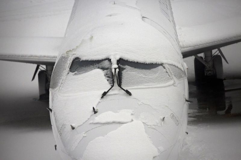 ПРАЗНИЧНО СНЕЖНО НЕВРЕМЕ: Во САД откажани 800 летови, додека 7.000 биле одложени (ВИДЕО)
