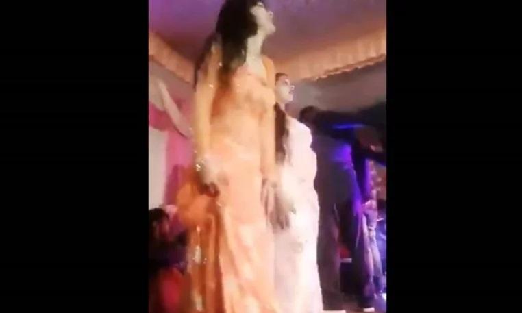 ВОЗНЕМИРУВАЧКО ВИДЕО – Жена во Индија застрелана во лице бидејќи престанала да игра на свадба