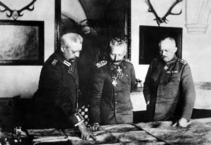 German General Headquarters, General von Hindenburg, Kaiser Wilhelm, General Ludendorff, January 1917. German Official. (War Dept.) Exact Date Shot Unknown NARA FILE #: 165-GB-1000 WAR & CONFLICT BOOK #: 491