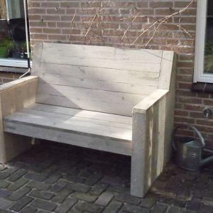 Bank van steigerhout met geheel dichte zijkanten