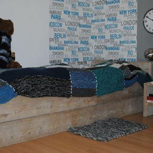 Eenpersoonsbed van steigerhout