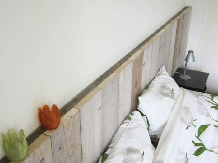 Bed achterwand van steigerhout for Bed in de muur