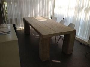 Vergadertafel van steigerhout