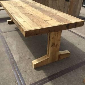 Tafel van steigerhout met T-onderstel