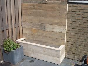 Bloembak van steigerhout met achterwand