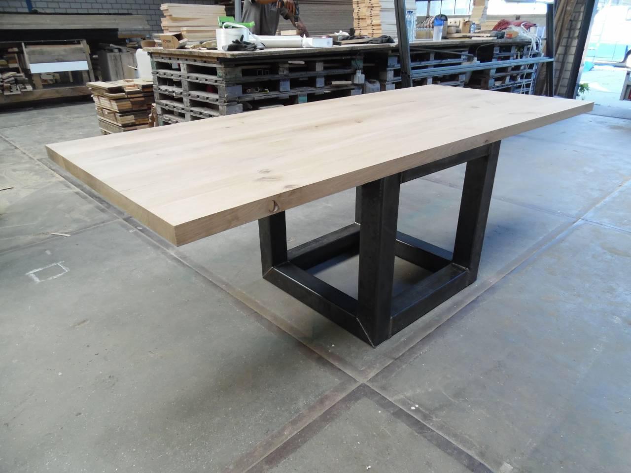 Industrieel stalen kubus frame voor houten tafel for Hout voor tafel