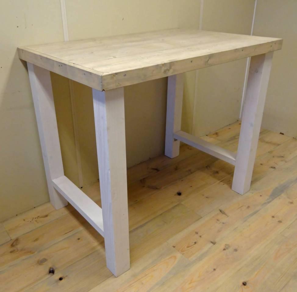 bartafel met steigerhout blad en wit houten onderstel