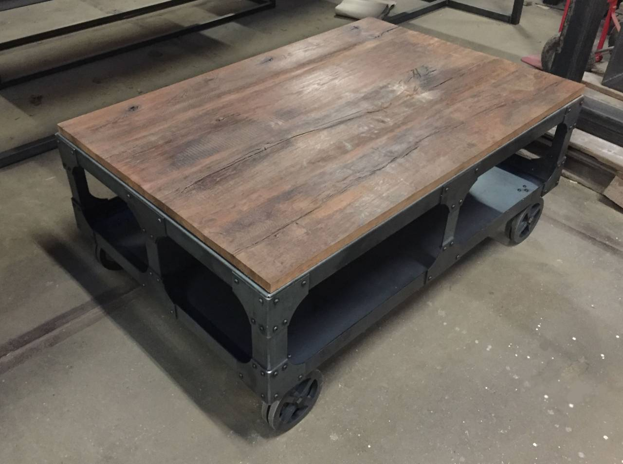 Salon Tafel Staal.Salontafel Met Burnt Oak Blad En Robuust Onderstel