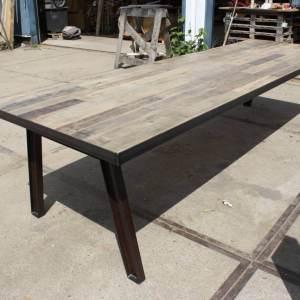 Tafels gebruikt hout