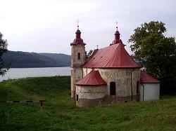 Alte Kirche des versunkenen Ortes Kelca am Domasa-Stausee
