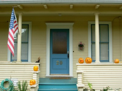 porch-at-halloween