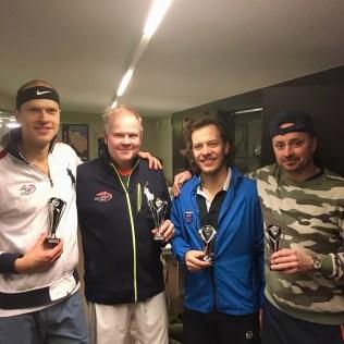 Herrdubbelmästarna Erik Dahlin/Peter Säll njuter efter segern mot det inte allt för missnöjda finalparet Patrik Segerström/Johannes Lundblad.