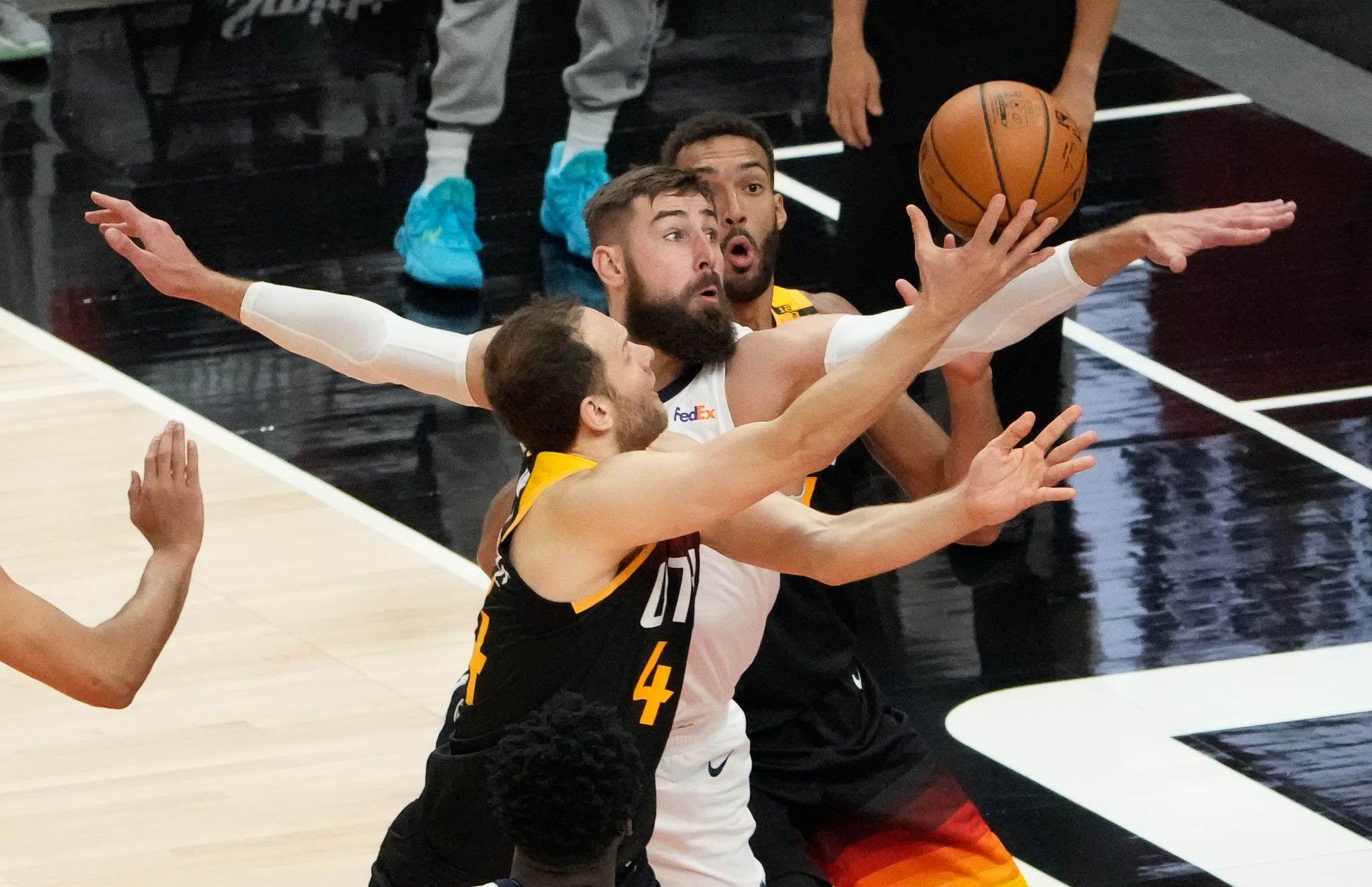 (Francisco Kjolseth | The Salt Lake Tribune) Memphis Grizzlies center Jonas Valanciunas (17) tries to block Utah Jazz forward Bojan Bogdanovic (44) in the first half of Game 5 of an NBA basketball first-round playoff series Wednesday, June 2, 2021, in Salt Lake City, UT.