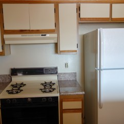 Kitchen To Go Cabinets Shelving 领钥匙检查房间办理入住city Park Apartment - Slyar Home