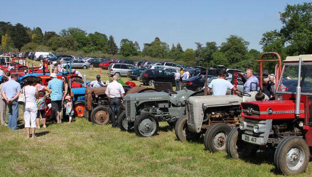 FFD13-Vintage-tractor-displ