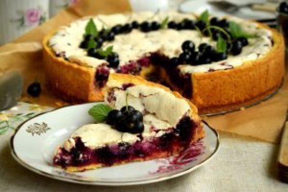 Швабський пиріг із чорною смородиною