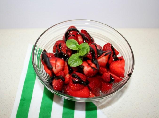 truskawki z octem balsamicznym