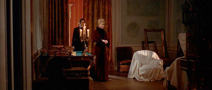(above) In the film on Newland's second visit to the countess, he's shown into a second drawing room—a room that hasn't been pulled together. But in the book, Edith Wharton had indicated that the room was the same deep red one that had been described during his first visit.