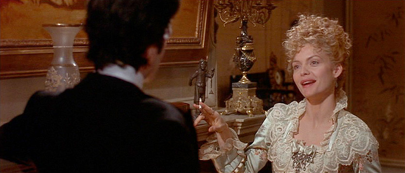 (above) For Newland's third visit to Madame Olenska, Martin Scorsese has chosen to introduce a third drawing room in her 'small' home. Even though, Edith Wharton didn't mention three formal rooms, this third one in the film is by far my favorite.
