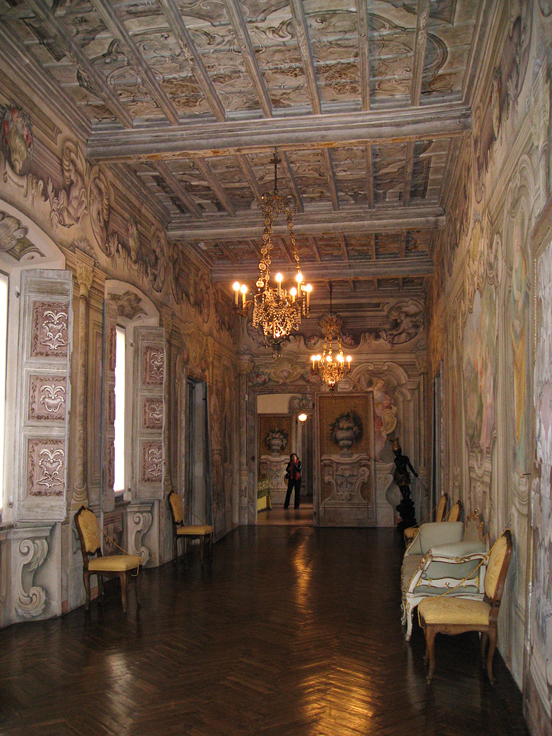 (above) Here's the long gallery on the piano nobile of the Villa della Porta Bozzolo.