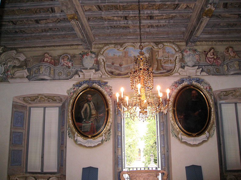 (above) The central hall or salon on the piano nobile of the Villa della Porta Bozzolo.