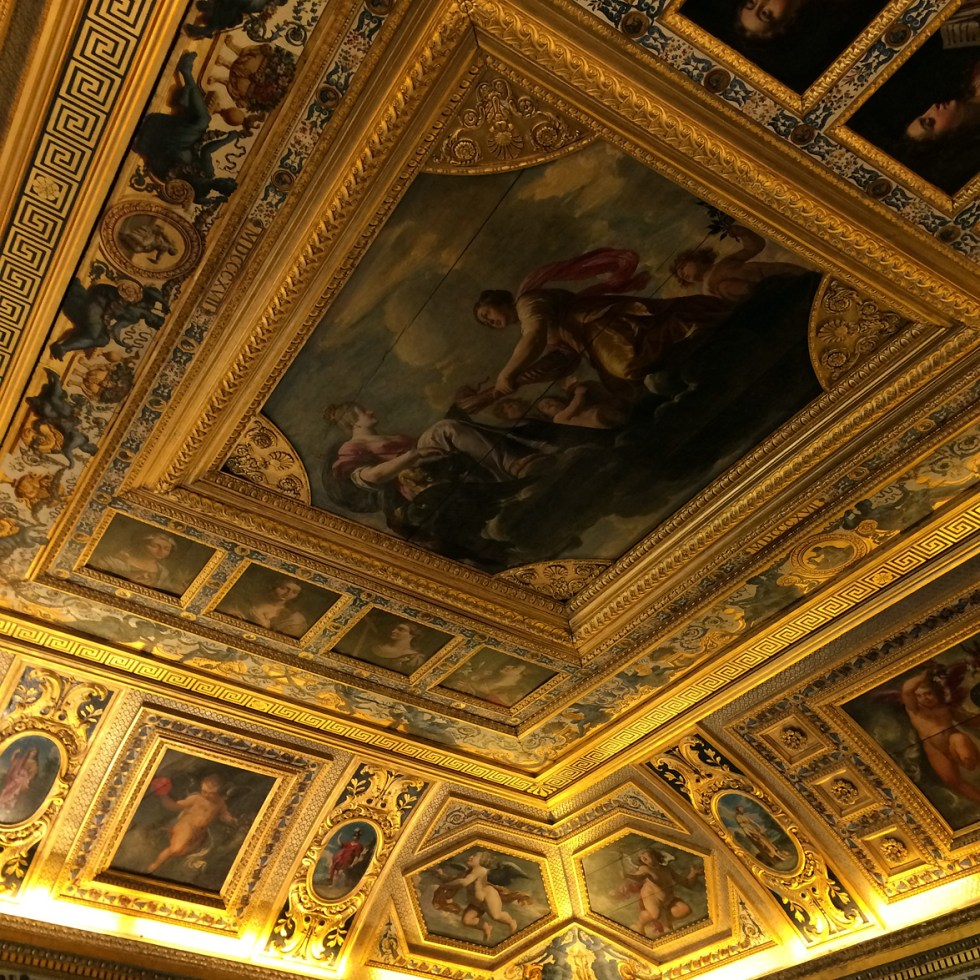 (above) The ceiling of the Salle du Livre d'Or. Nothing remains today of the interiors from Marie de Médicis time save some architectural fragments reassembled in the Salle du Livre d'Or.