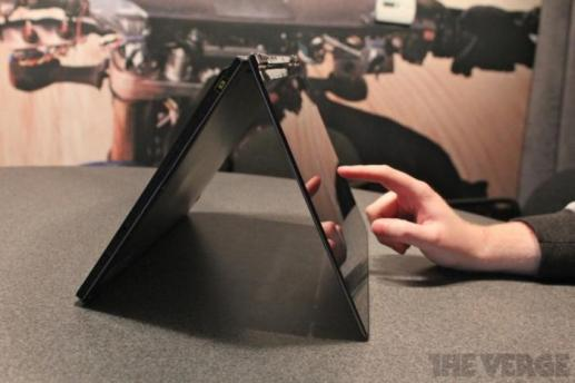 Lenovo IdeaPad Yoga CES 2012 (4)