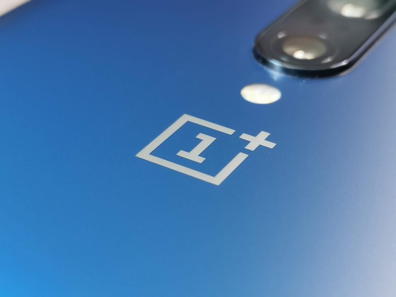 Design enthüllt: OnePlus 7T sieht aus wie auf einem Foto aus dem Vorjahr
