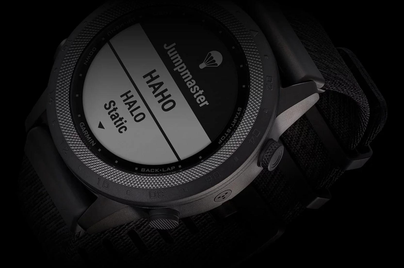 Marq: Neue Commander-Smartwatch von Garmin hat einen Reset-Knopf