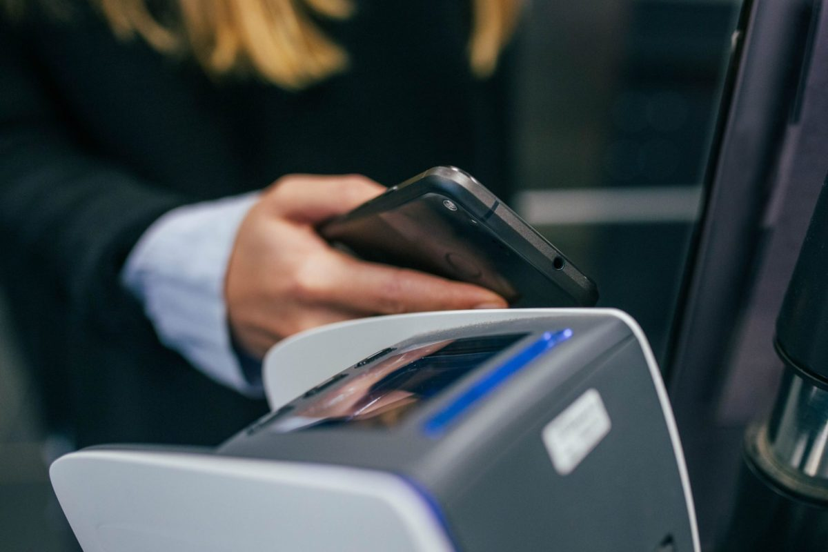 Kontaktlos bezahlen mobile payment head