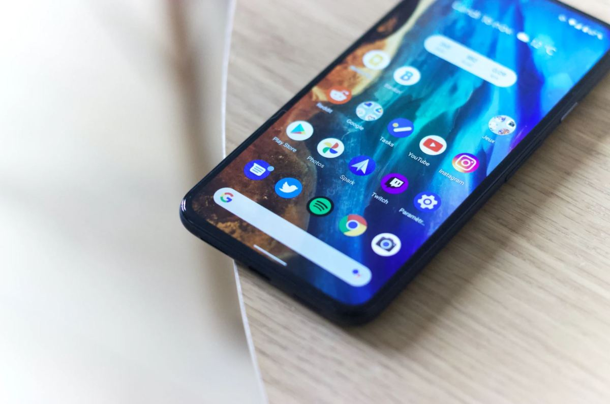 Google Pixel 5 Homescreen Apps Head