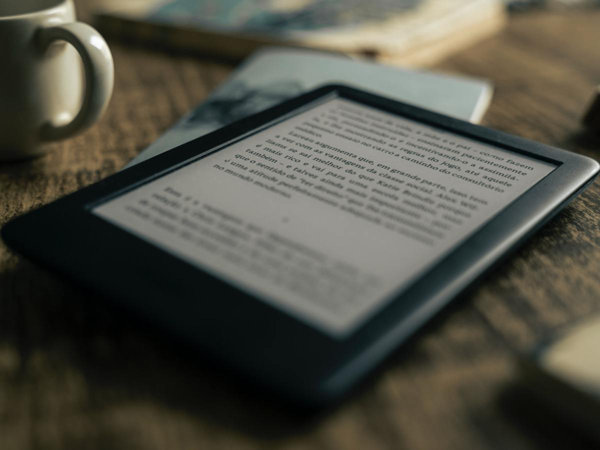 Amazon Kindle E Book Reader Felipepelaquim C7wtop8gsne Unsplash