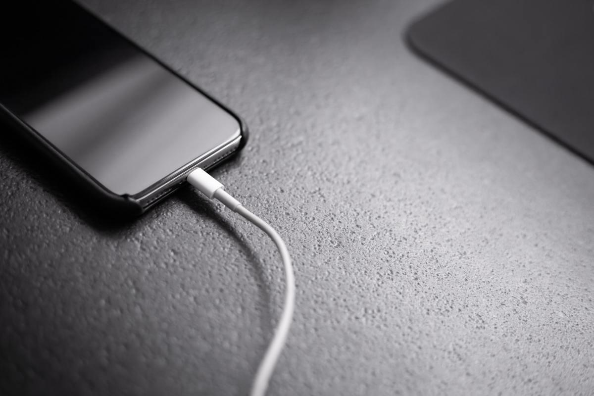 Smartphone Charger Andreas Haslinger W9z87k4hv08 Unsplash