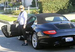 lindsy lohan gettin out from Porsche 911
