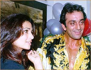 4. sanjay dutt and rhea pillai