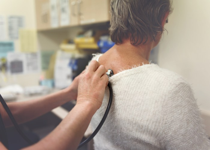 woman at doctors office with pre-existing condition travel insurance