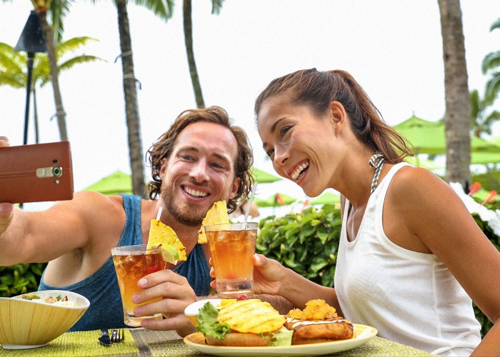 couple toasting cheers with alcoholic hawaiian drinks, Mai Tai, Hawaii