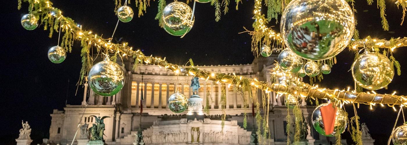 Piazza Venezia square and the Altare della Patria monument, with Christmas decorations