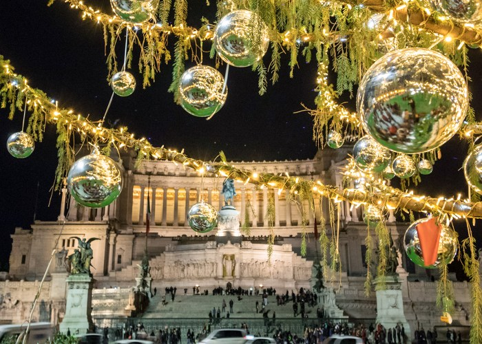 Piazza Venezia square and the Altare della Patria monument, with Christmas decorations
