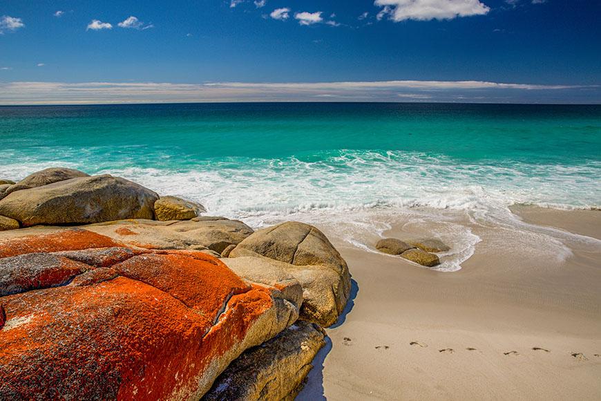 bay of fires tasmania beach and rocks.