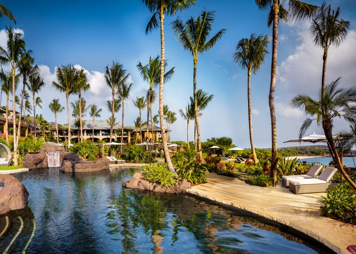 Four Seasons Resort Lanai pool