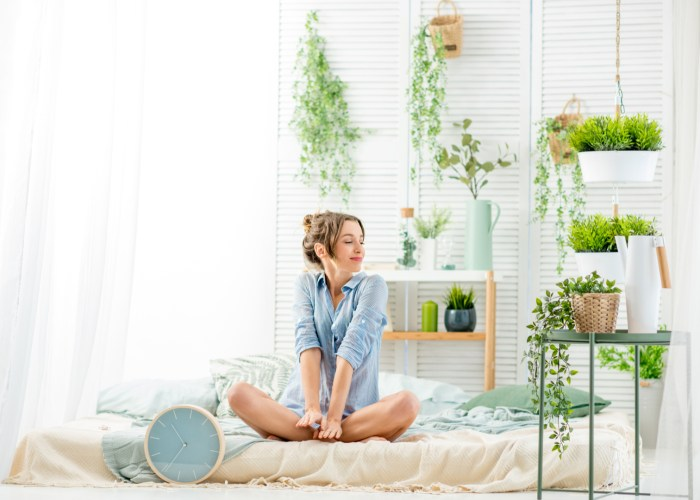woman with indoor plants.