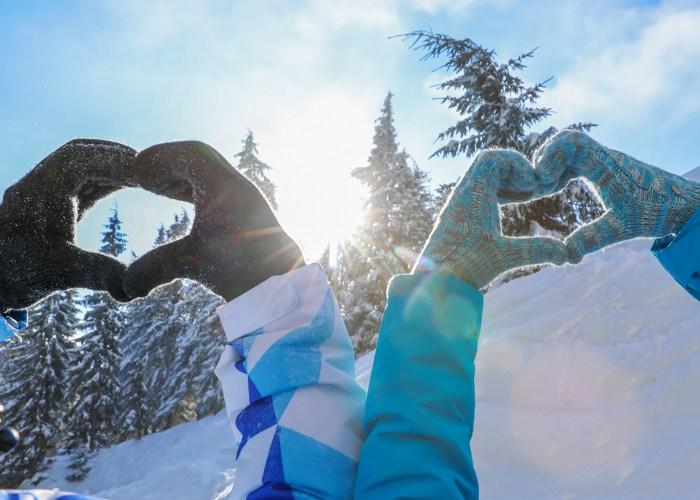 winter gloves snow heart