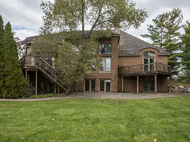 dsc 0110 Aretha Franklins Bloomfield Township Home Hits the Market