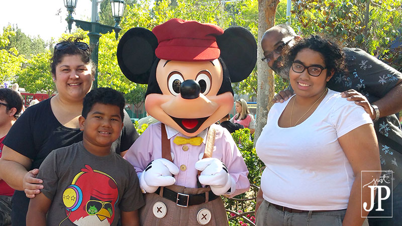 There are fewer kids at Disney Parks on Marathon days - take the family for a better chance at getting a photo with your favorite character - JPriest