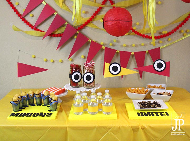 Smoothfoam Cake Plates Platters Chargers - Minions Party JPriest