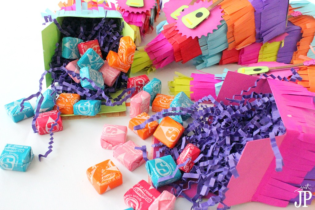 Pinata-Favor-Box-Filled-with-Candy-Jpriest